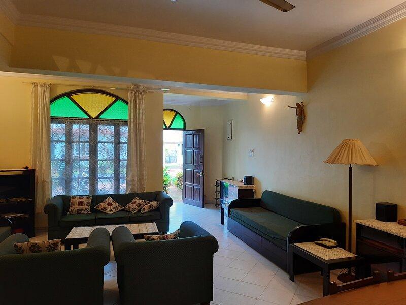 Cozy 2-Bedroom, Beach Front Villa at Betalbatim, vacation rental in Cansaulim