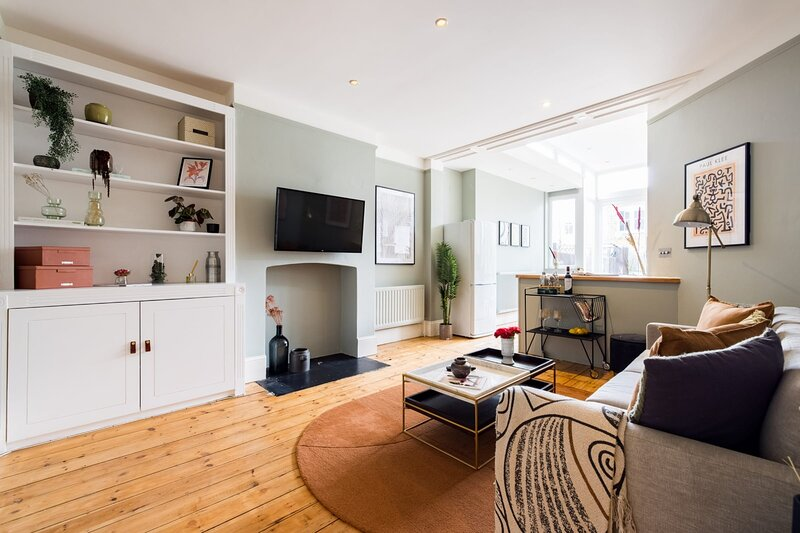 The Streatham Abbey - Homely 2BDR House with Garden, holiday rental in Croydon