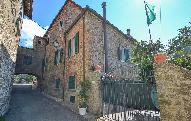 Awesome apartment in Monte San Savino with WiFi and 2 Bedrooms (ITA077), aluguéis de temporada em Rapale