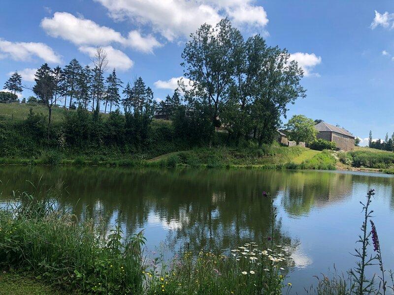 Gîte sur 3 étangs de pêche privés, holiday rental in Villers-Bocage