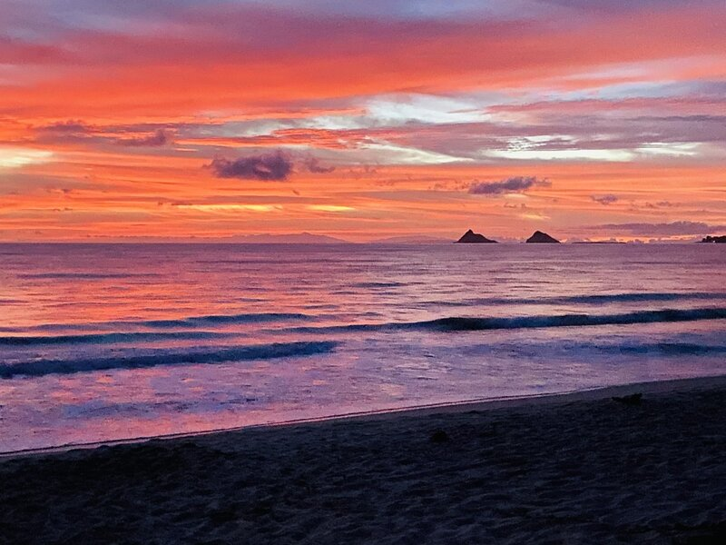 Gorgeous 5BR Kailua Beachside Home - Sleeps 12, holiday rental in Kaneohe