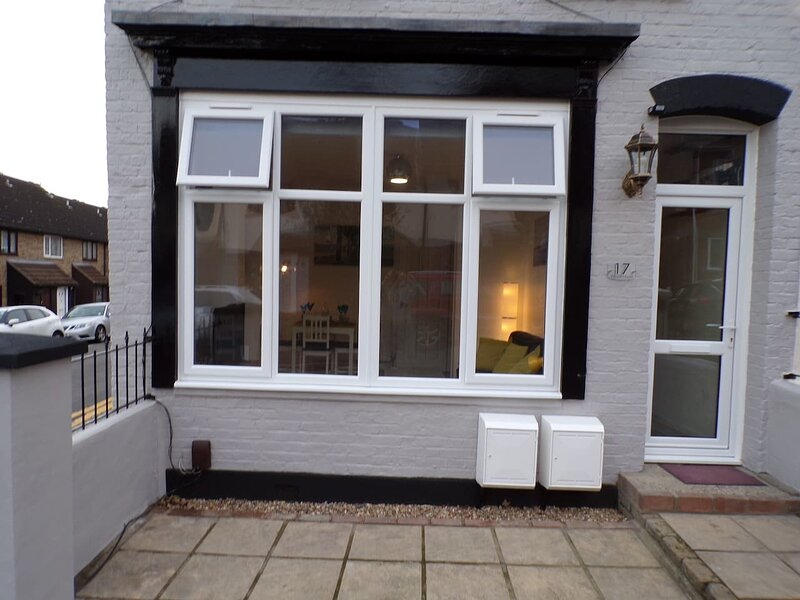 Inviting 3-Bed Apartment in Southend-on-Sea, holiday rental in Leigh-on Sea