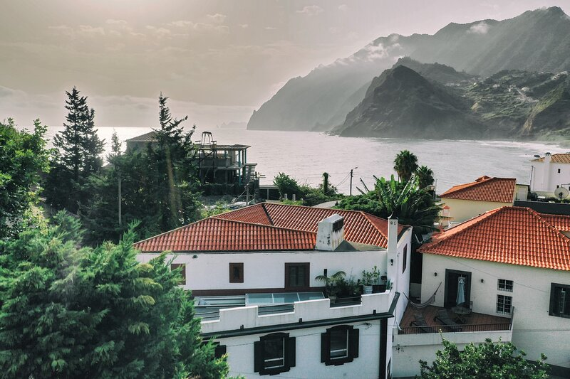 Charming 2-Bed House in Porto da Cruz, holiday rental in Sao Jorge