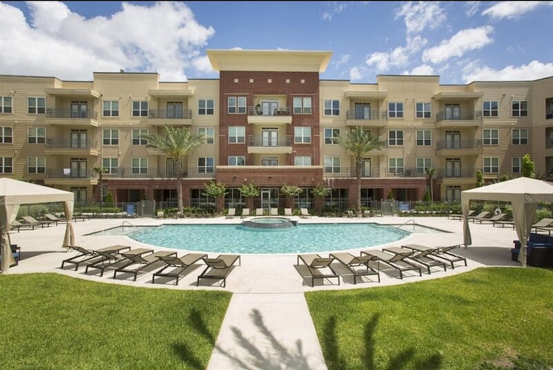 Contemporary Apartment near NRG and Medical Center- Great Amenities!!!, holiday rental in Brookside Village