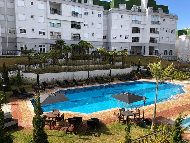 Apartamento de Alto Padrão ao lado do Capivari 3 quartos com vista para piscina, Ferienwohnung in Tremembe