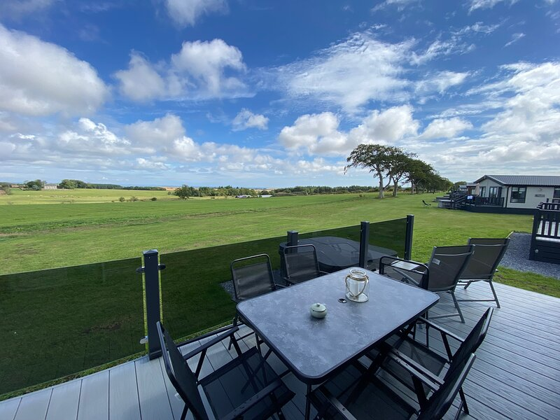 Saltire 59 2-Bed with hot tub lodge, holiday rental in Ceres