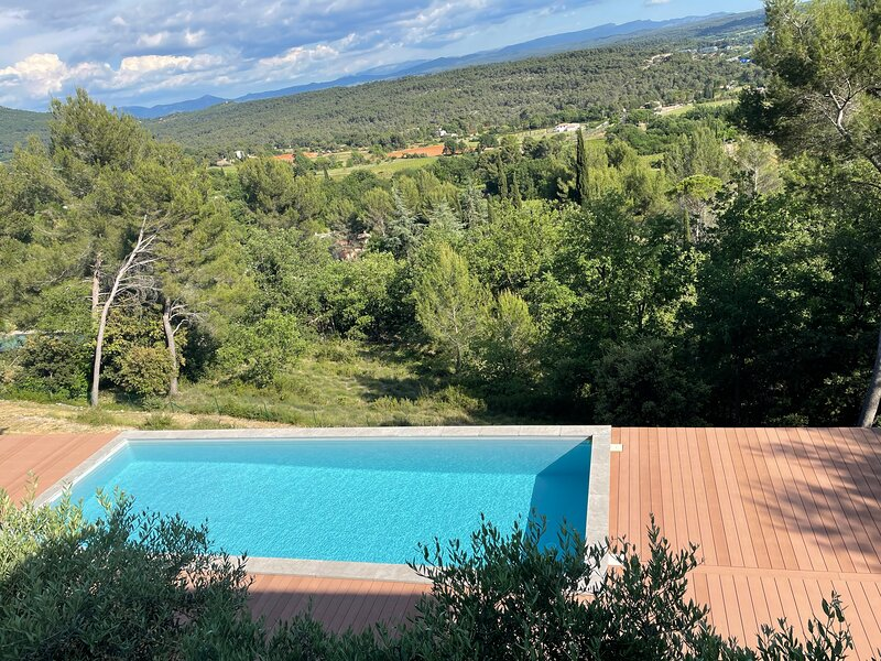 Studio Panoramic with the pool at site Saint Victoire 10 min from Aix enProvence, holiday rental in Chateauneuf-le-Rouge