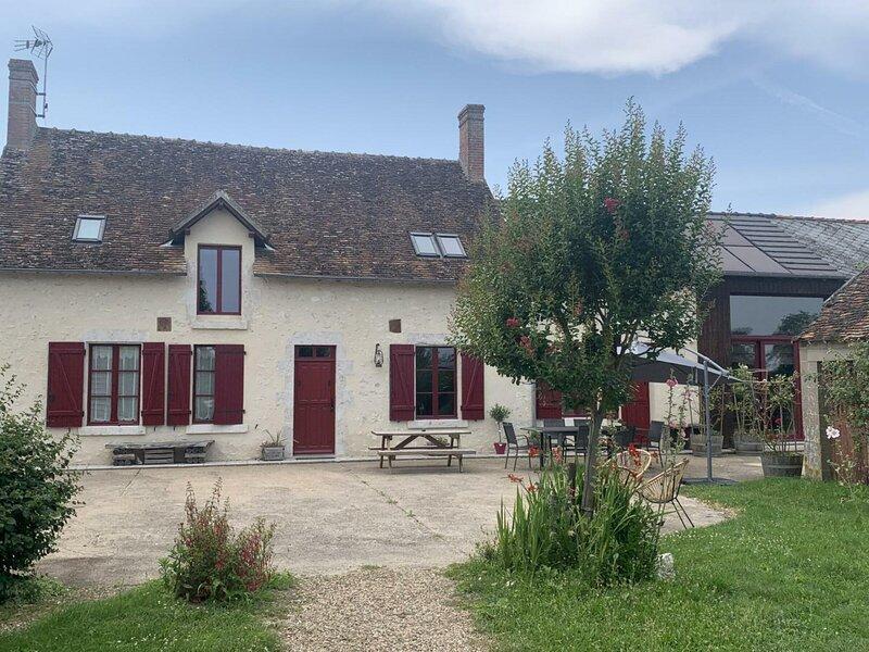 Gîte de la Martinière - Les ânesses du Grand Chambord, location de vacances à Cellettes