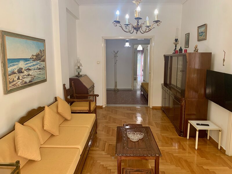 Spacious apartment in Kallithea for up to 5pax, holiday rental in Kallithea