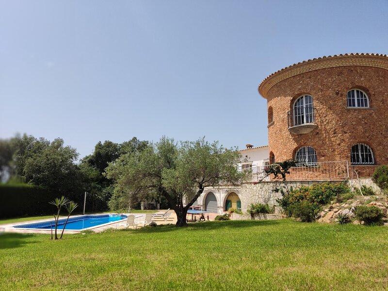 Big house for rent Castell d'Aro Mirador with pool and garden, location de vacances à Romanya de la Selva