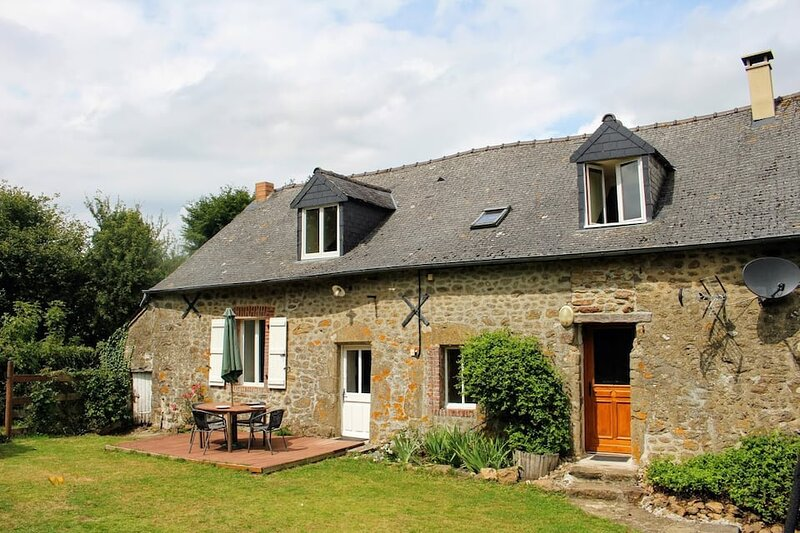 4 Bedroom rural Gite near Bais in Mayenne, France, holiday rental in Sille-le-Guillaume