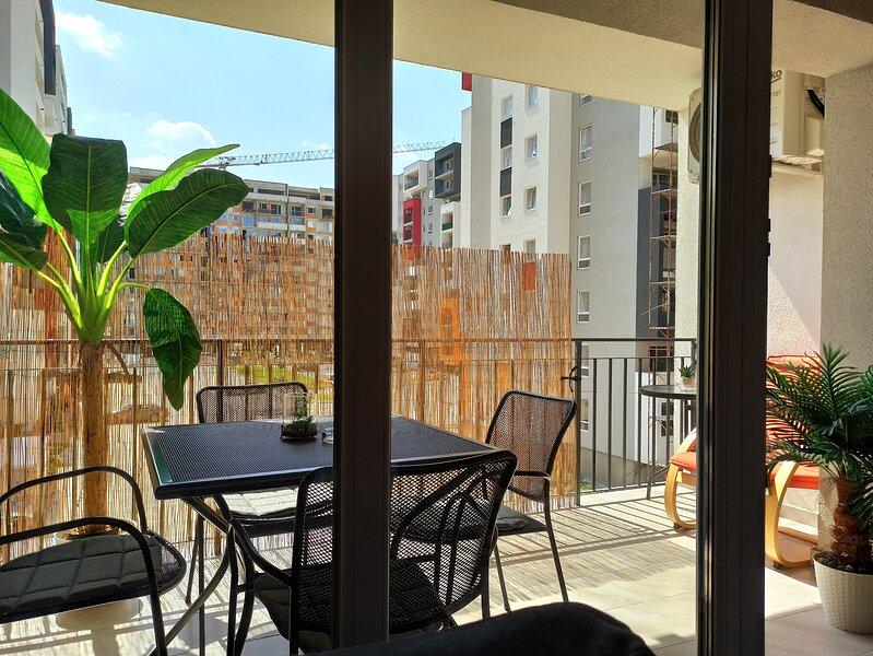 Summer Vibes Condo - 4 Persons/free Garage parking, casa vacanza a Oradea