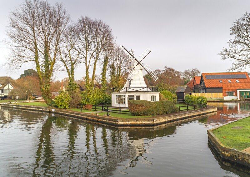 The Windmill - Traditional Norfolk Broads waterside property - Sleeps 4, holiday rental in Norwich