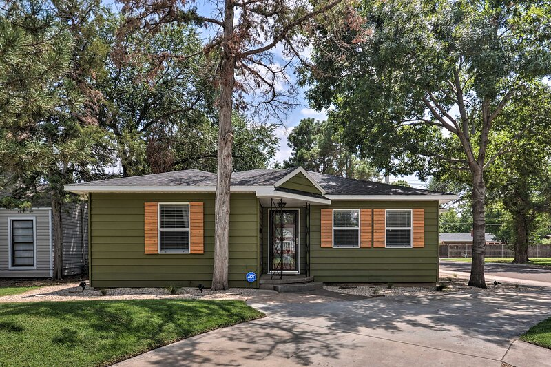NEW! Stylish Home - Walk to Texas Tech University!, holiday rental in Lubbock