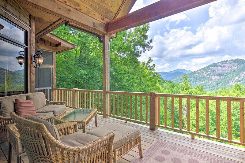 NEW! Luxury, Spacious Retreat in Bear Lake Reserve, casa vacanza a Tuckasegee