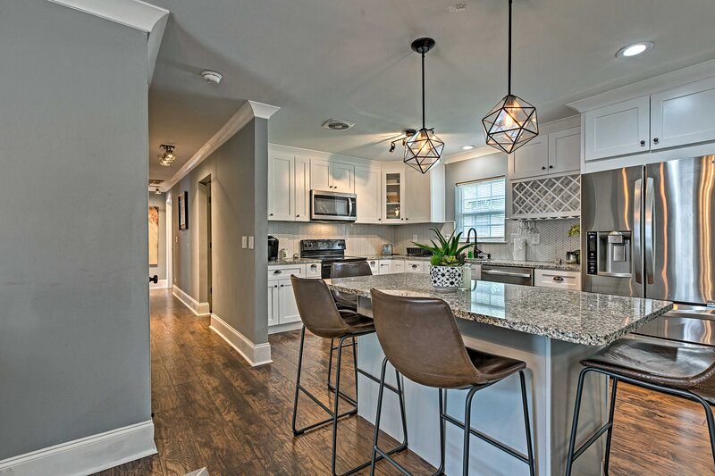NEW! Modern & Chic Charlotte Home: 2 Mi to Uptown!, holiday rental in Newell
