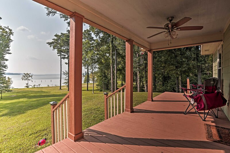 NEW! Relaxing Texas Getaway, 1 Mile to Boat Ramp!, holiday rental in Avinger