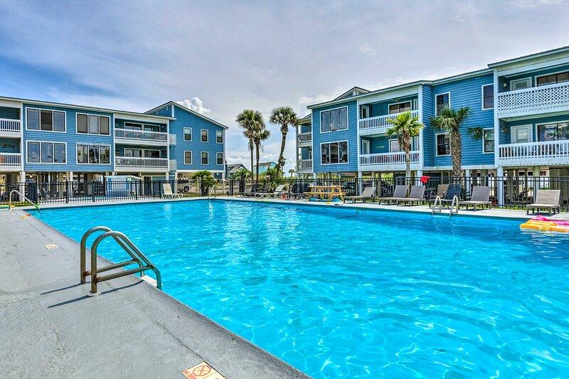 NEW! Gulf Shores Condo w/ Private Balcony & Views!, holiday rental in Gasque
