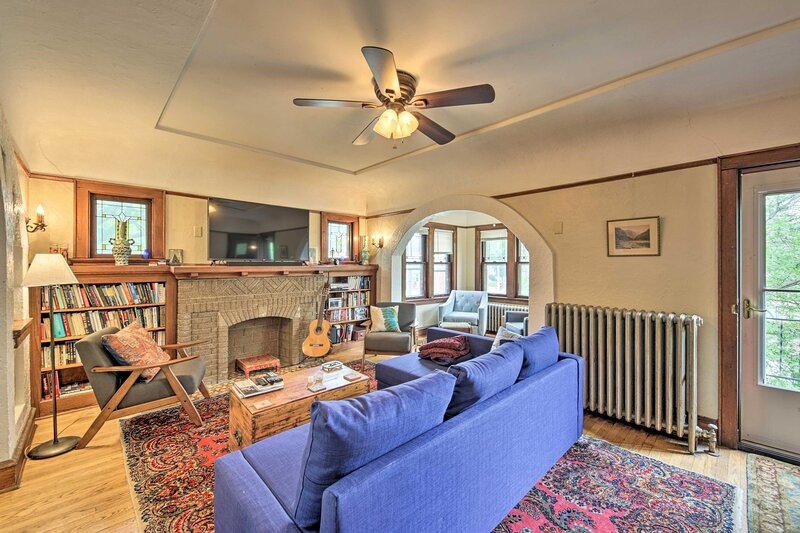 NEW! Chic Milwaukee Apartment in Hip Neighborhood!, holiday rental in Fox Point