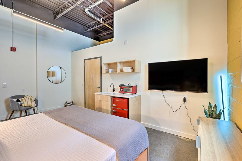 NEW! Dtwn Damascus Studio: Walk to Shops & Trails!, holiday rental in Damascus