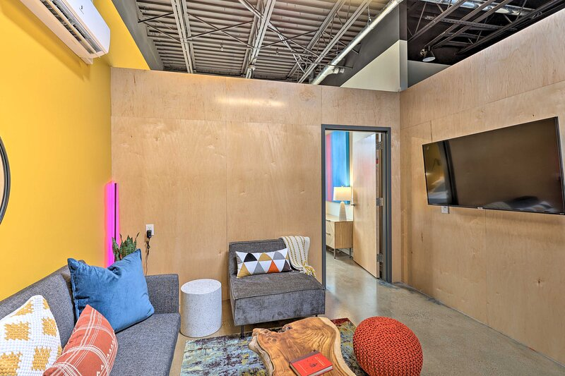 NEW! Central Dwtn Damascus Condo: Walk to Trails!, holiday rental in Damascus