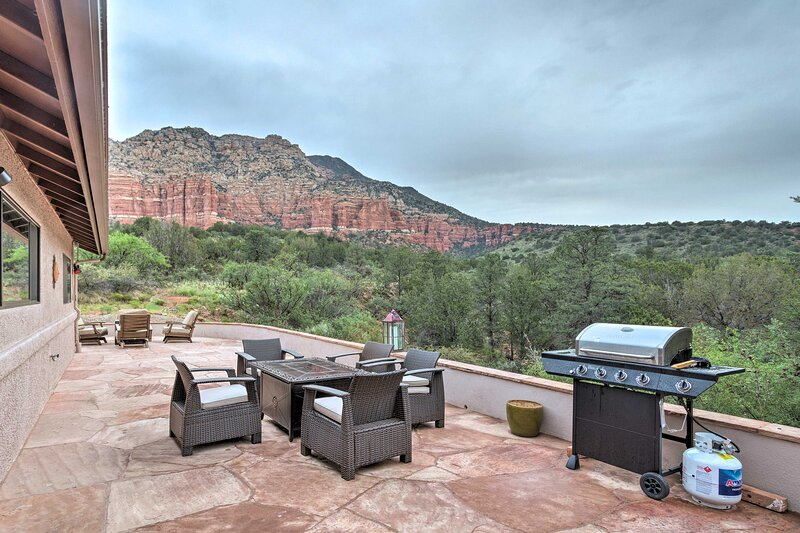Secluded Sedona Home w/Patio & Red Rock Views, vacation rental in Village of Oak Creek
