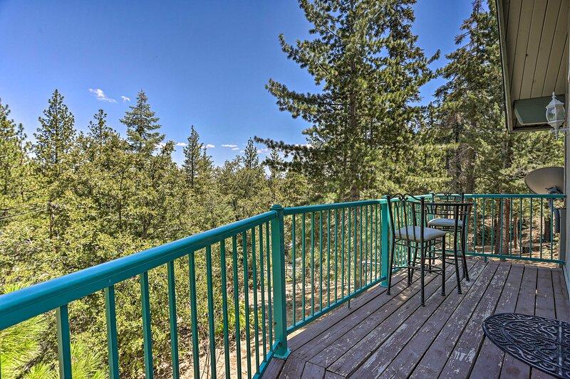 Home w/ Mountain-View Deck, 4 Mi to Lake Arrowhead, vacation rental in Twin Peaks