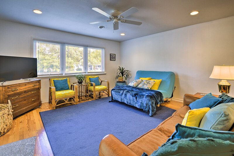 NEW! Oak Island Cottage: Minutes to Long Beach!, holiday rental in Bolivia