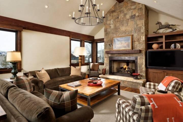 New Listing! Large Multi-Level Aspen Home. Pvt Hot Tub, Garage, Bunk Room, Balco, casa vacanza a Meredith