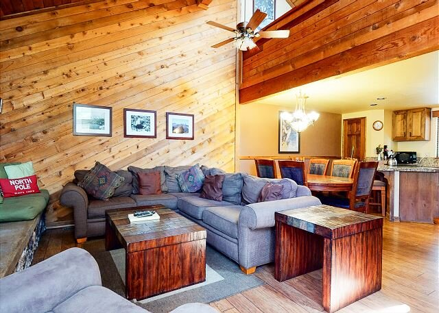 Pet-Friendly, Spacious Townhome, Walk to Shops and Restaurants, holiday rental in Mammoth Lakes