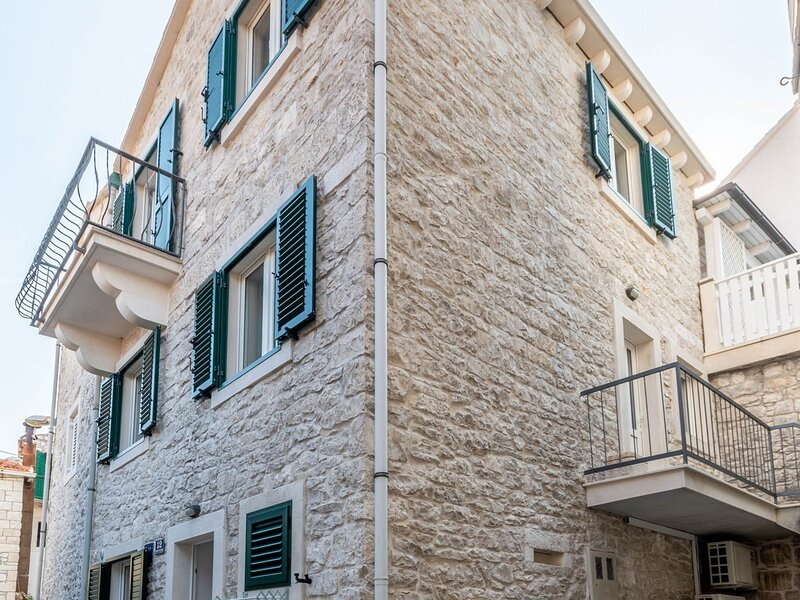 Apartments Sonja - Studio, vacation rental in Gornji Humac