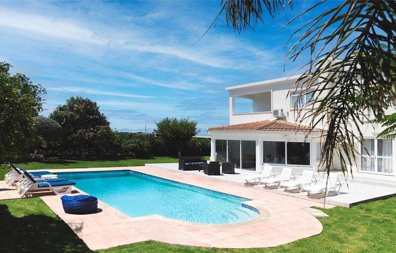 Villa Natalia   4 - bedroom Villa in Chloraka   Private Pool, Marvelous Garden, vacation rental in Lempa