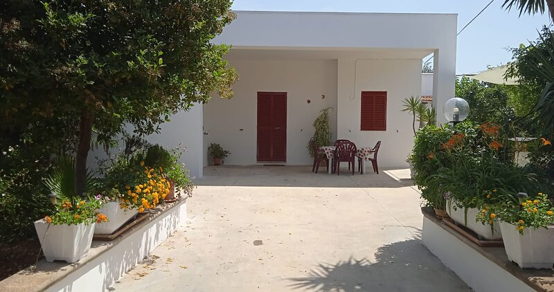 TERRA ROSSA  casa di campagna con piscina  4 posti, holiday rental in Supersano
