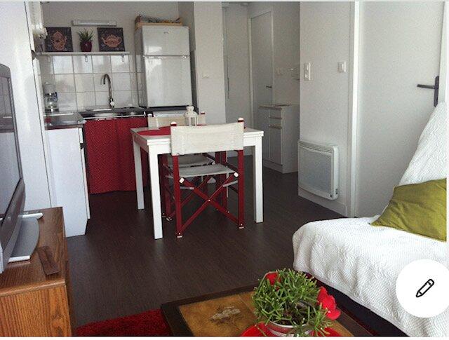 Agréable appartement calme + place de parking sécurisé !, casa vacanza a Charente-Maritime