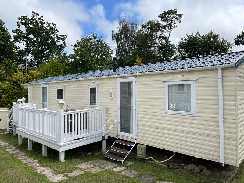 Acorn Way at Coghurst Hall Holiday Park, Hastings, vacation rental in Pett