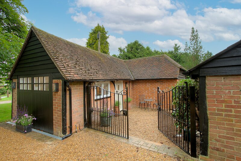 NEW Studio Annexe in Beautiful Herts Countryside, holiday rental in Cottered