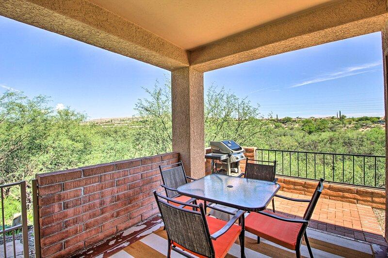 NEW! Calm Green Valley Townhome ~ 30 Mi to Tucson!, alquiler vacacional en Amado