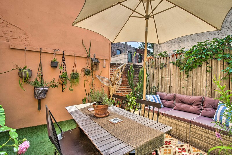 NEW! Chic & Minimalist Townhome w/ Gorgeous Patio, Ferienwohnung in Collingswood