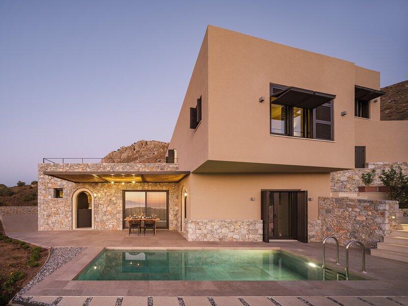 Askianos Luxury Villa I, an Iconic Sanctuary, holiday rental in Listaros