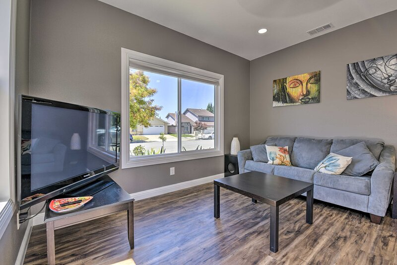 NEW! Sleek & Modern Bay Area Apartment w/ Patio!, holiday rental in Castro Valley