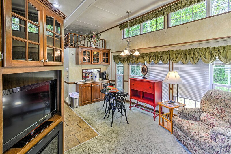 NEW! Cozy Gig Harbor Cottage, 2 Mi to Case Inlet!, vacation rental in Belfair