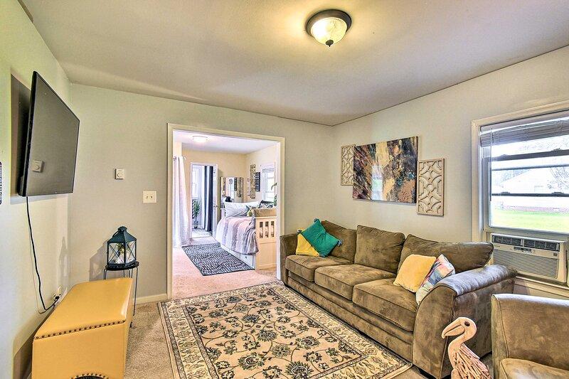 NEW! Charming Home in Newport News: Near Marina!, holiday rental in Newport News
