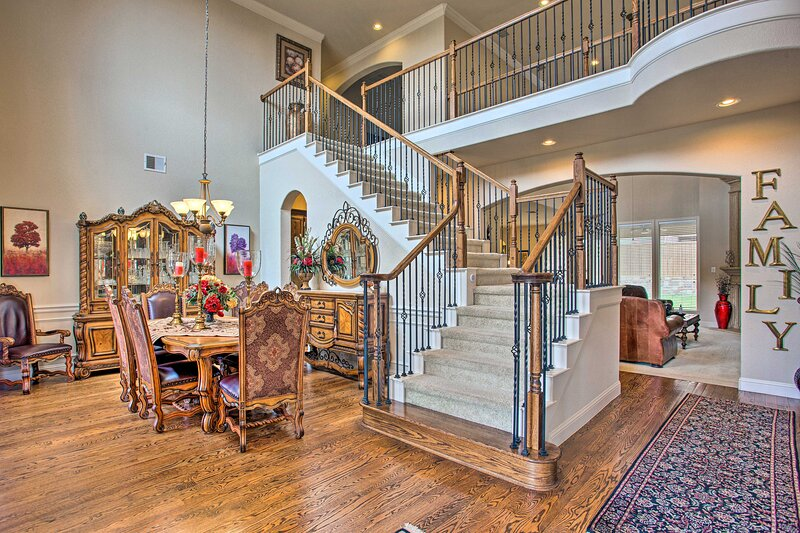 NEW! Expansive Texas Home ~ 4 Mi to Grapevine Lake, holiday rental in Flower Mound