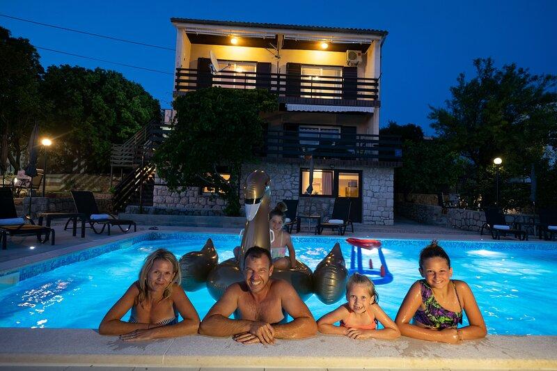 Apartment Mila - Top Floor with Sea View for 6 People, alquiler vacacional en Breze