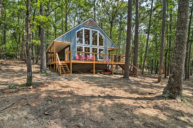 NEW! Unplug by Greers Ferry Lake: Cabin w/ Views!, holiday rental in Edgemont