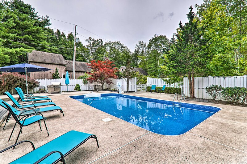 NEW! Poconos Paradise: Pool, Game Room, Hot Tub!, holiday rental in Pricedale