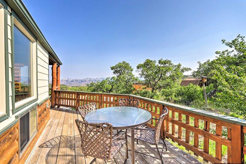 NEW! Peaceful Mesa Escape w/ Picture-Perfect Views, holiday rental in Cedaredge