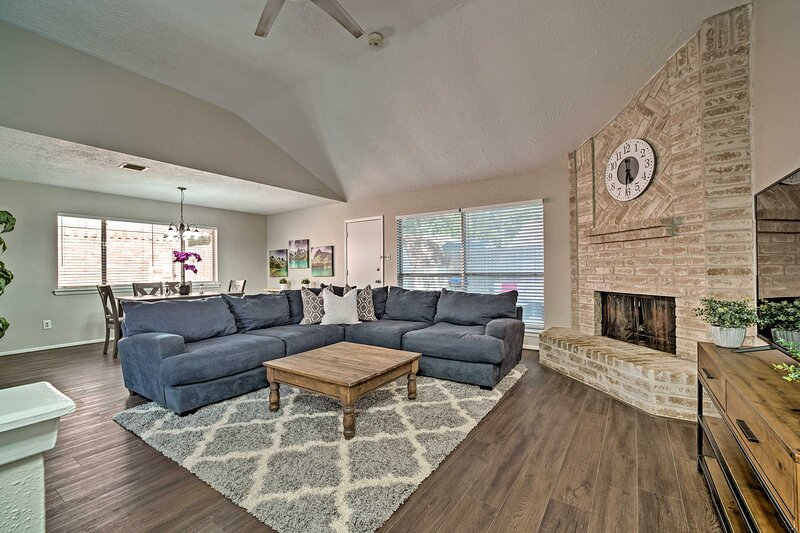 NEW! Spring Home - Community Pool w/ Private Yard!, holiday rental in Tomball