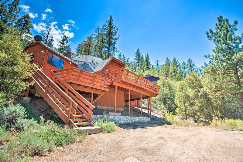 NEW! Luxury Geodome Home w/ Deck: Pets Allowed!, alquiler vacacional en Pine Mountain Club