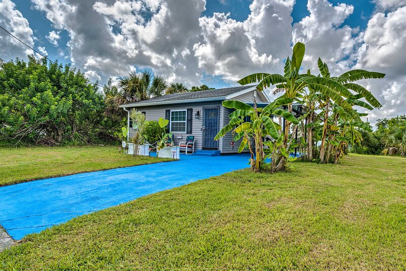 NEW! Cozy Canalfront Home < 2 Mi to Hudson Beach!, holiday rental in Aripeka